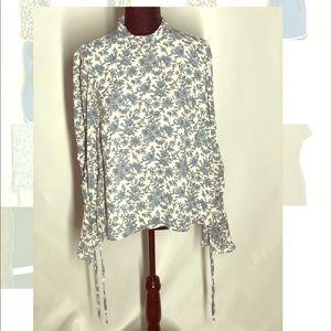 NWT Astr floral blouse. Size L